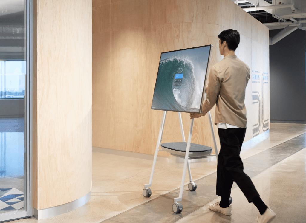 Surface Hub 2S جهاز مايكروسوفت اللوحي الجديد للإجتماعات